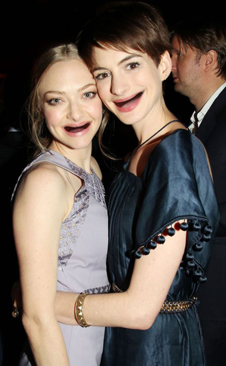 Amanda Seyfried and Anne Hathaway