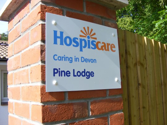 Entrance_to_one_of_Hospiscare's_Day_Hospices