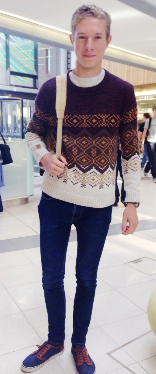 Brad keeps cosy in his knock-off knitwear jumper!