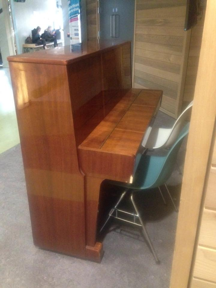 Here is a picture of a piano...