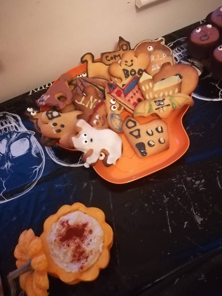 Image may contain: Gingerbread, Food, Cookie, Biscuit, Person, People, Human