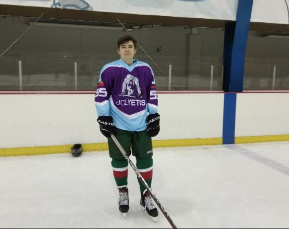 Image may contain: Ice Hockey, Skating, Rink, Ice Skating, Sport, Sports, Team Sport, Team, Hockey, People, Human, Person