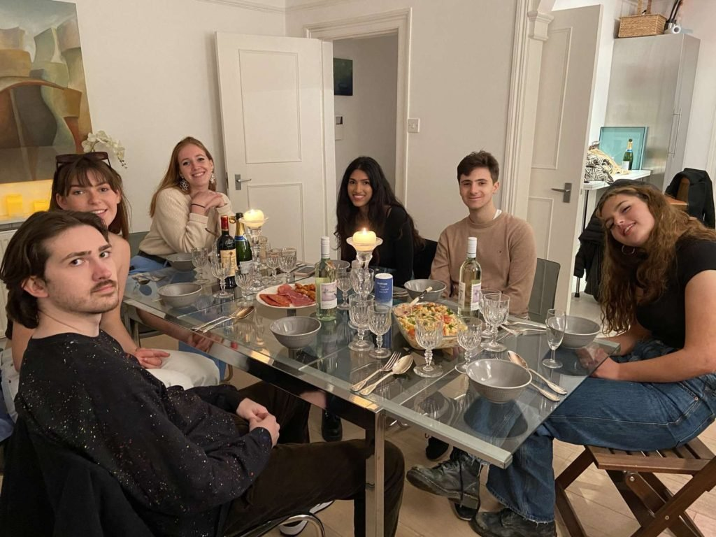 posh students dinner party