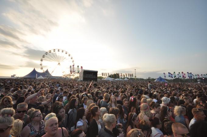 crowd (2)S