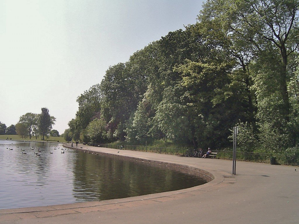 The lake in the park wher the body was found
