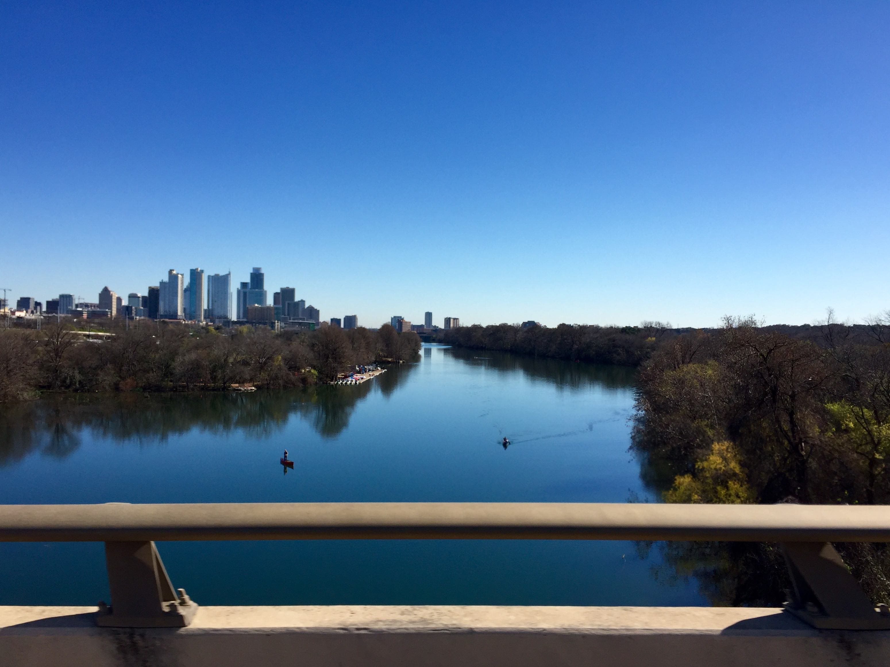 Highway view of Lady Bird Lake during the day.