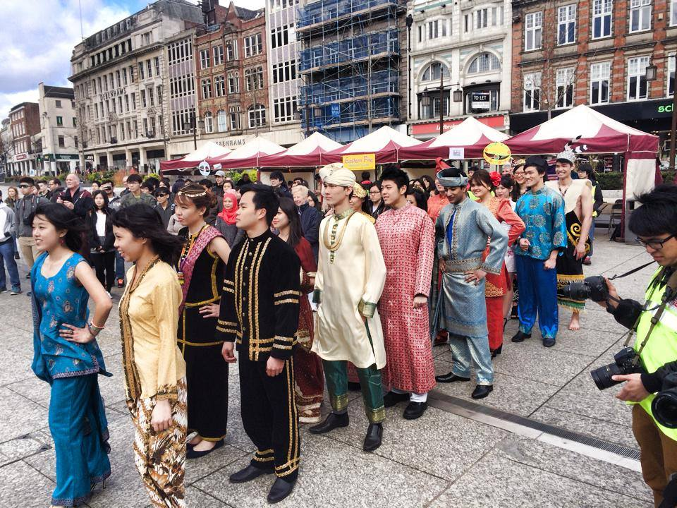 my favourite malaysian festivals My favorite festival is halloewe`en, ma fete favorite est halloewe`en, , , translation, human translation, automatic translation.