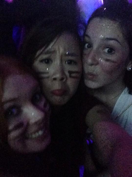 Still all pouty in da club