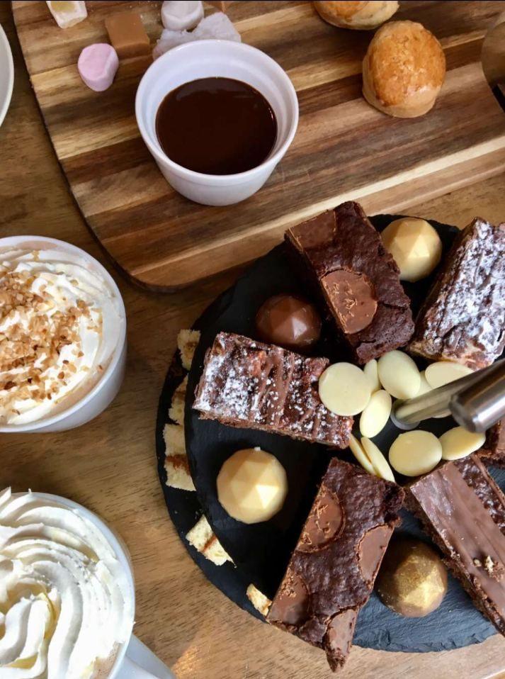 Image may contain: Cocoa, Sweets, Confectionery, Bread, Fudge, Creme, Cream, Chocolate, Food, Dessert
