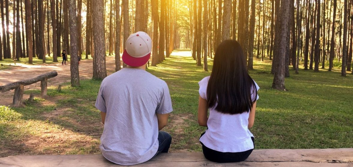 what is the difference between dating and girlfriend