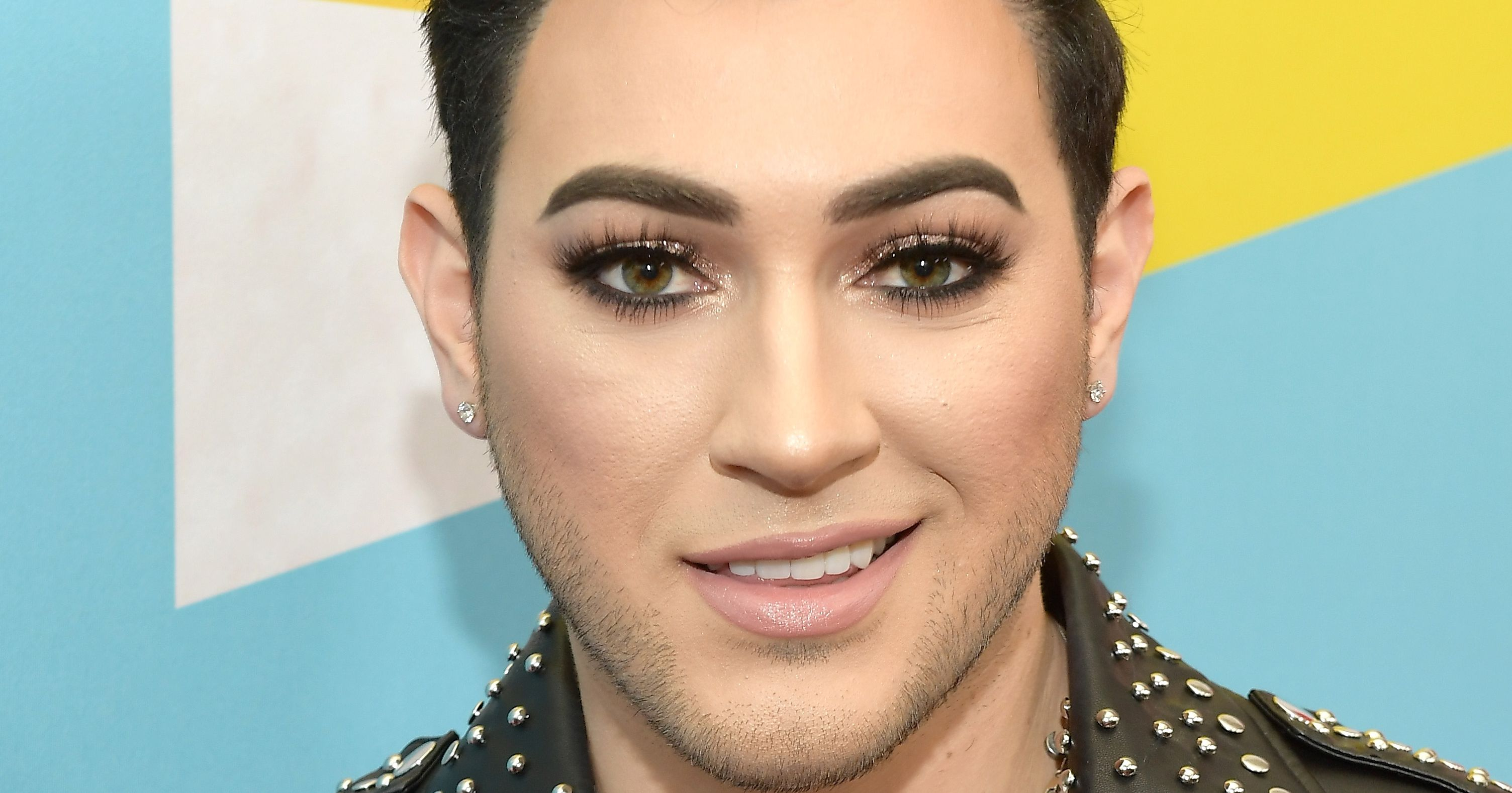 Manny Mua Is Fighting With A Sexist Eyelash Brand And Its Crazy
