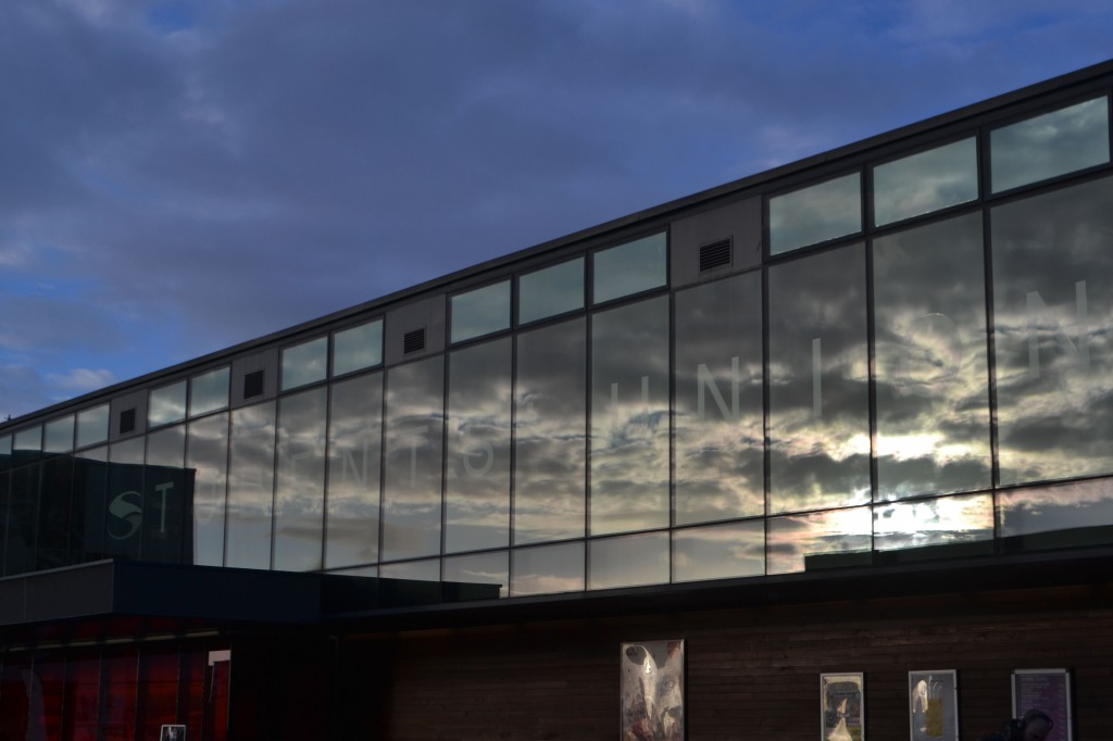Lincoln SU with cloud reflection