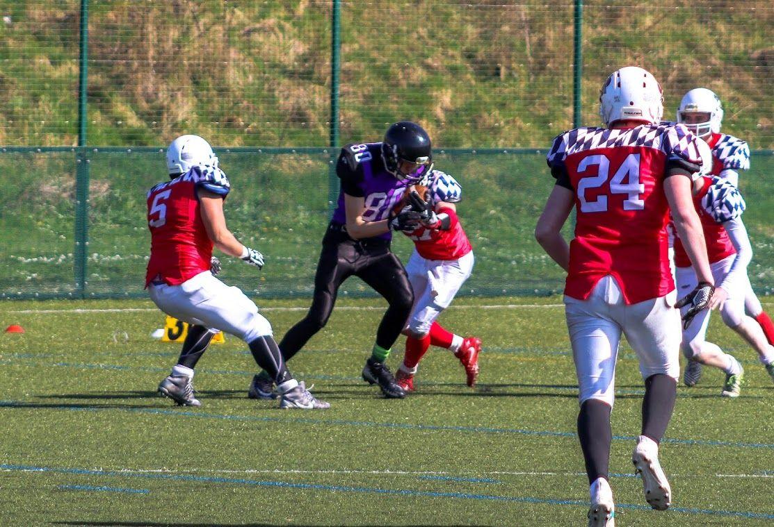 Image may contain: Football Helmet, Team, Team Sport, Sport, Sports, American Football, Football, People, Shoe, Footwear, Apparel, Helmet, Clothing, Human, Person