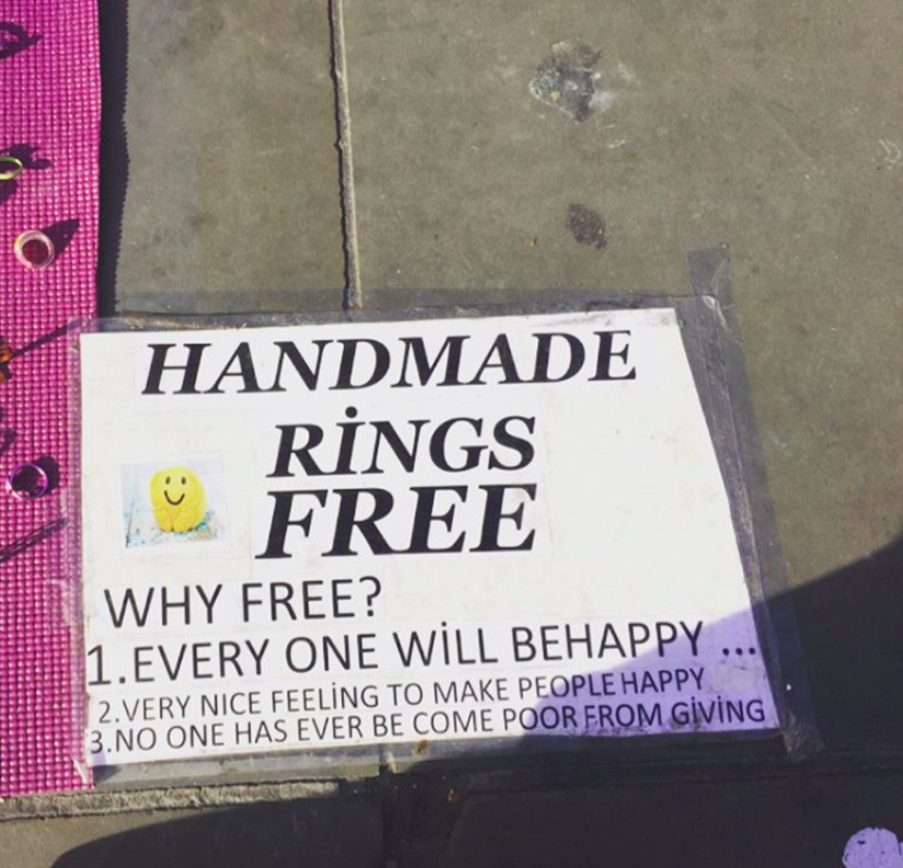 meet the guy handing out free rings at the national gallery