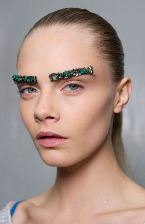 Backstage-Beauty-at-Chanel_s-Autumn-Winter-2012-Show--Bejewelled-Eyebrows-and-Sleek-Ponytails-2_480_740_s_c1