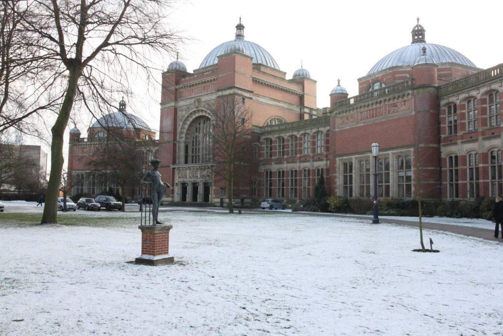aston_webb_buildings_in_snow_the_university_of_birmingham_dec_2009__1478540331_81-135-215-23