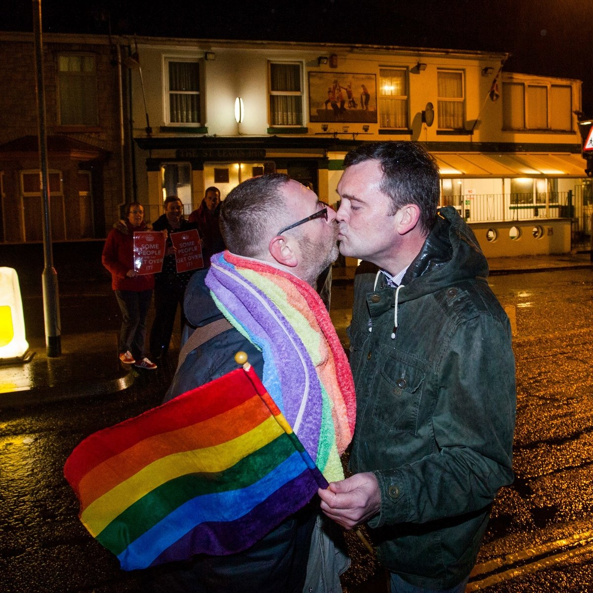 SWNS_KISSING_PROTEST_04