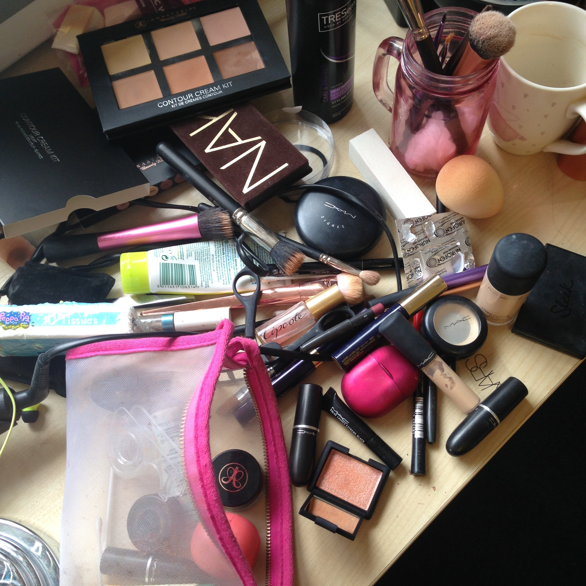You know you're from Essex when this is amount of the makeup you use to go to Runnymede Chicken