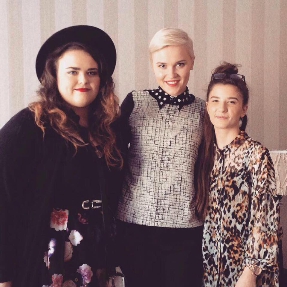 Just her chillin with Veronica Roth