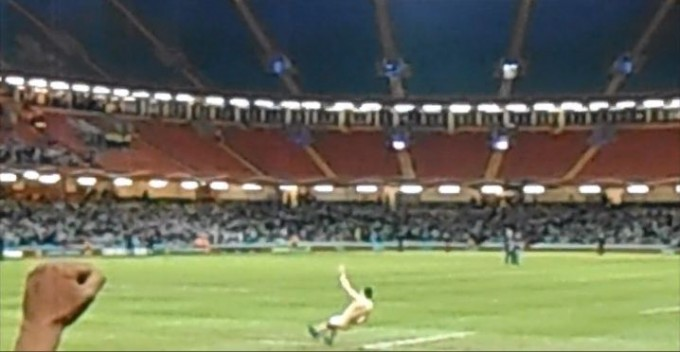 Woopsie! Streaker lands on his bum