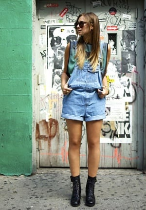 how-to-wear-overalls-00