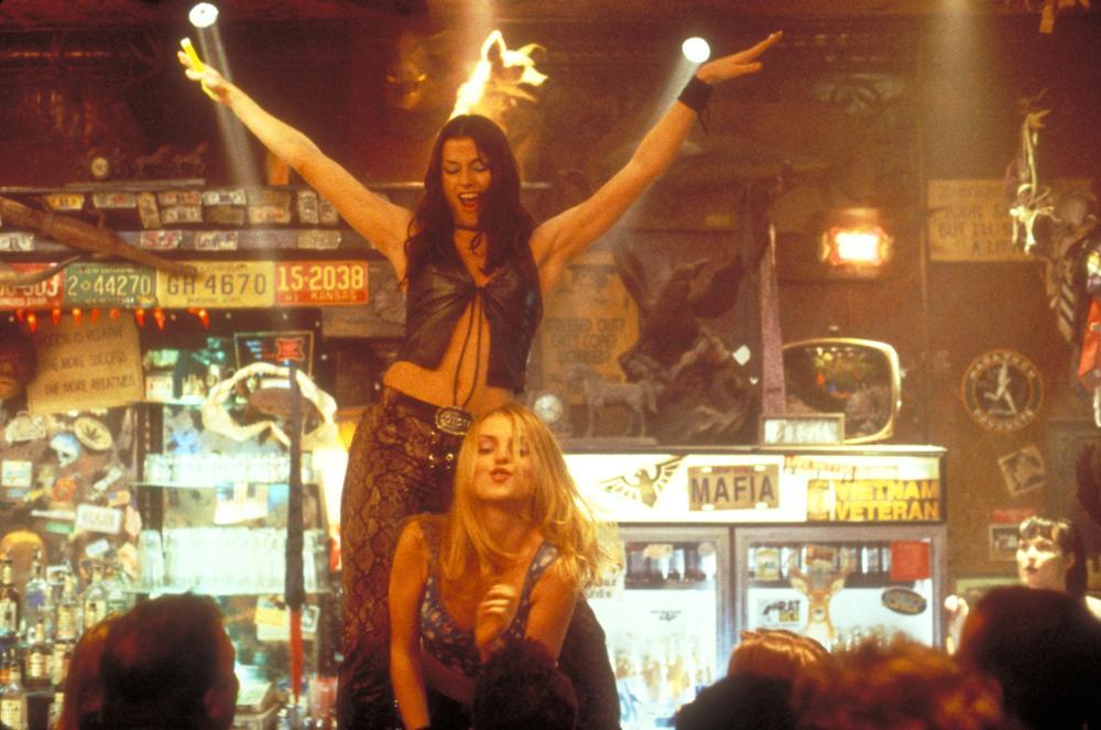 COYOTE UGLY, Bridget Moynahan, Izabella Miko, 2000. (c) Touchstone Pictures.