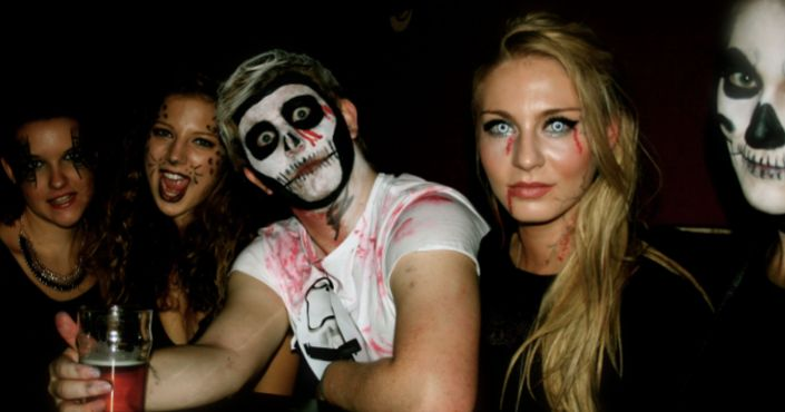 Image may contain: Performer, Mime, Clown, Party, Night Life, Person, People, Human