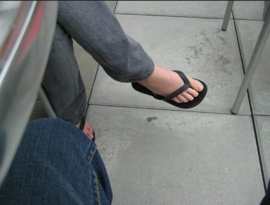 6ce29f1eb Why guys should NOT wear flip flops