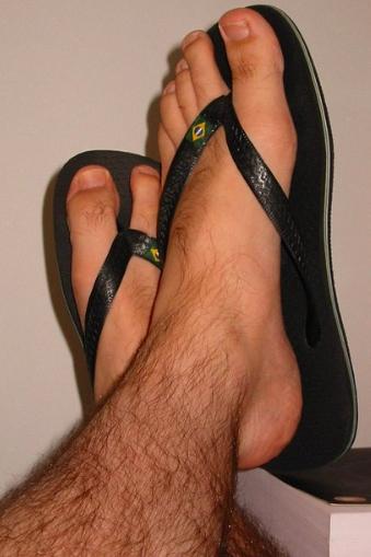 738f3e4f2f15 Why guys should NOT wear flip flops