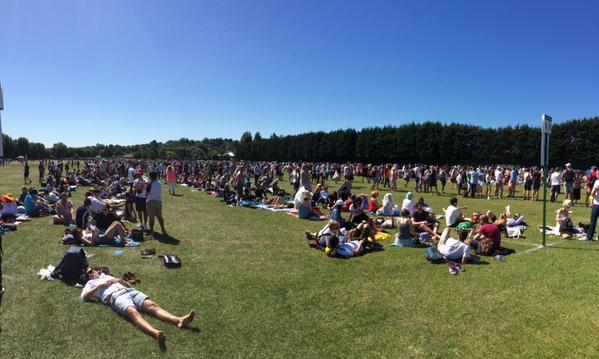 Scorching heats in the Wimbledon queue