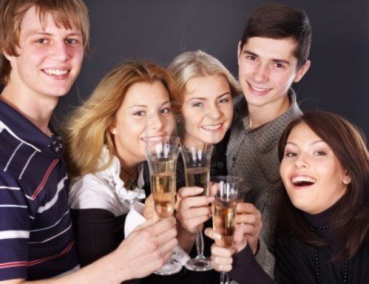 8227304-group-young-people-drinking-champagne