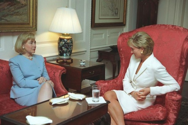 Diana,_Princess_of_Wales,_with_Hillary_Clinton
