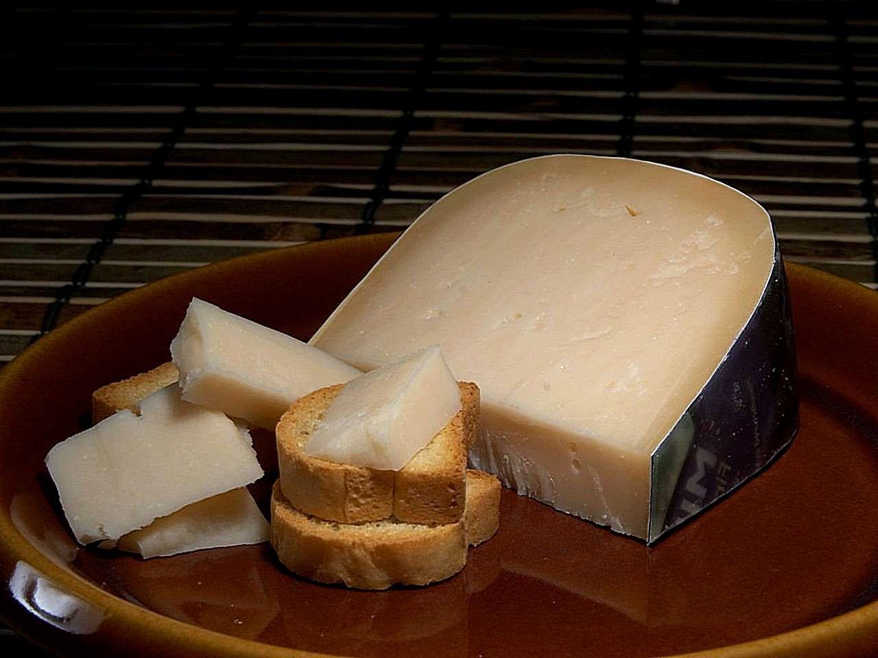 Midnight_moon_gouda_cheese