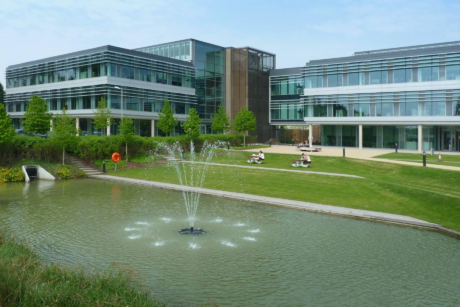 Cambridge_Science_Park_Napp_fountain