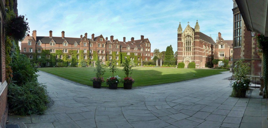 Selwyn_College_Old_Court_Panorama_from_South-West_corner