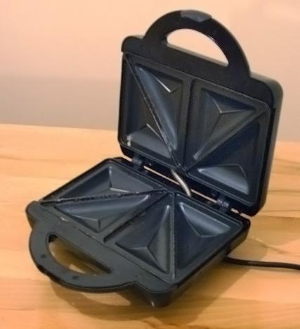 Sandwich_toaster_open