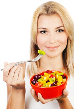 woman-eating-fruit-from-a-bowl