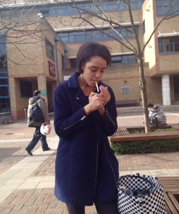 zoe-smoking