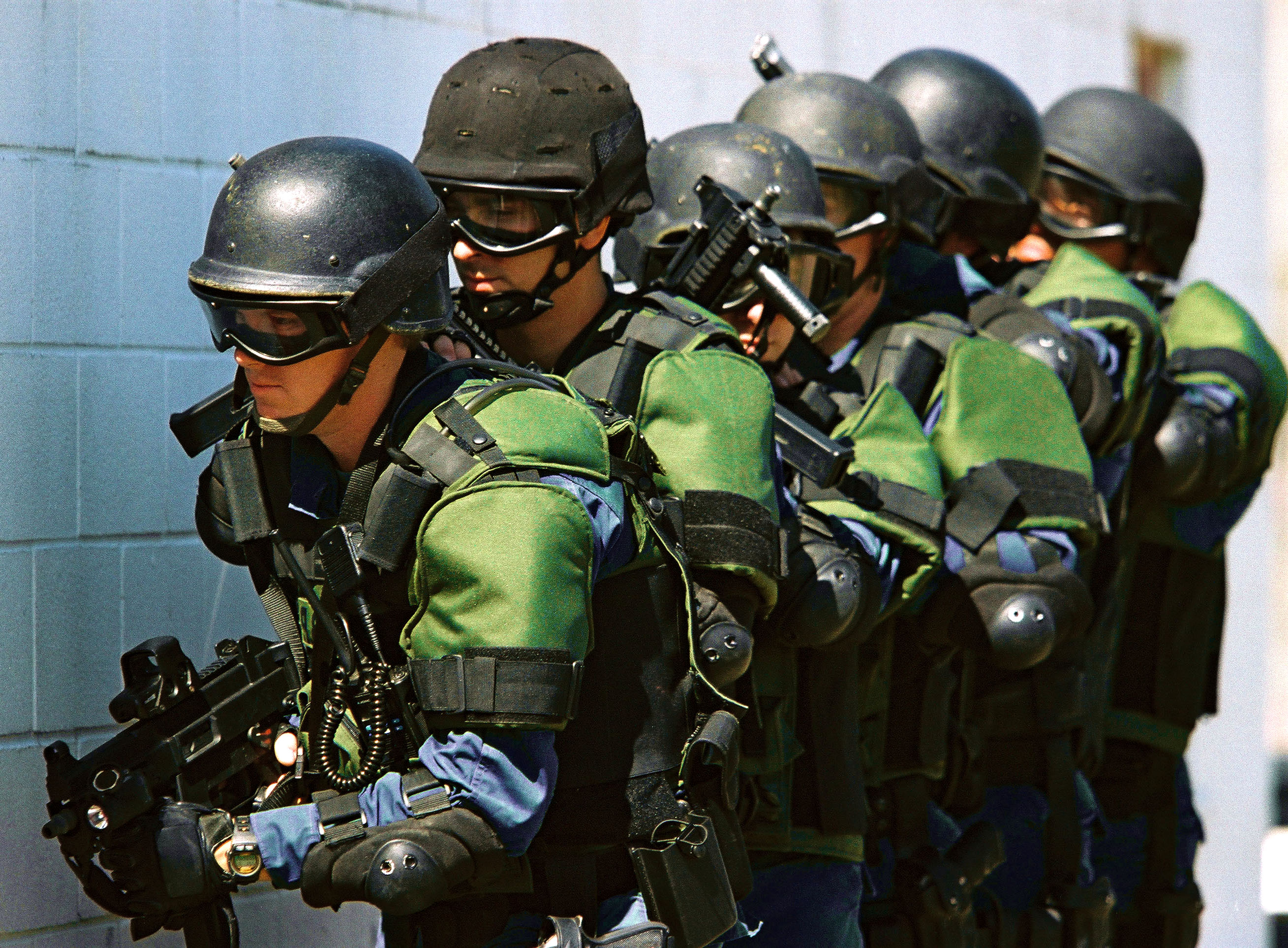 US_Customs_and_Border_Protection_officers (1)