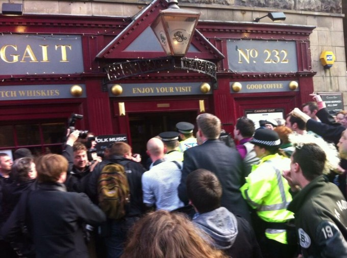 Farage stuck in a Royal Mile pub