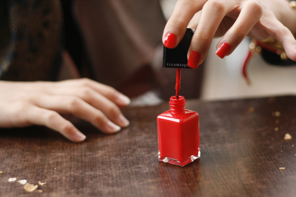 Red_nail_polish_in_application