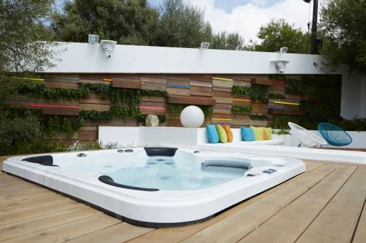 Image may contain: Love Island villa, 2019, Love Island, location, inside, Hot Tub, Tub, Jacuzzi