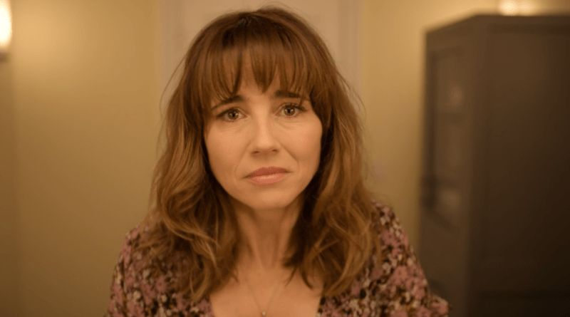 Image may contain: Dead To Me cast, Dead To Me, Judy, Linda Cardellini, Velma, Scooby Doo, film, show, Netflix, Photo, Portrait, Photography, Woman, Girl, Blonde, Child, Teen, Kid, Female, Human, Face, Person