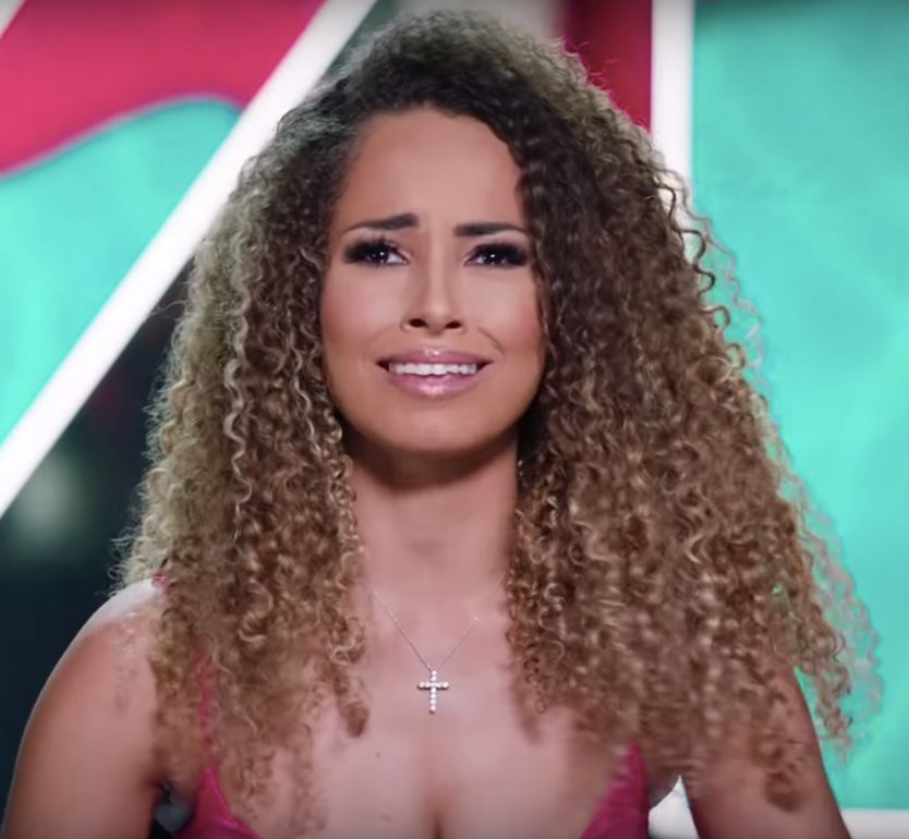 Amber Rose Gill, Amber, Greg, Greg O'Shea, Love Island, Love Island 2019, transformation, tan, straight hair, curly hair, surgery, Maura, Curtis, Molly-Mae, Tommy Fury, Ovie, India, before and after, winner, final,
