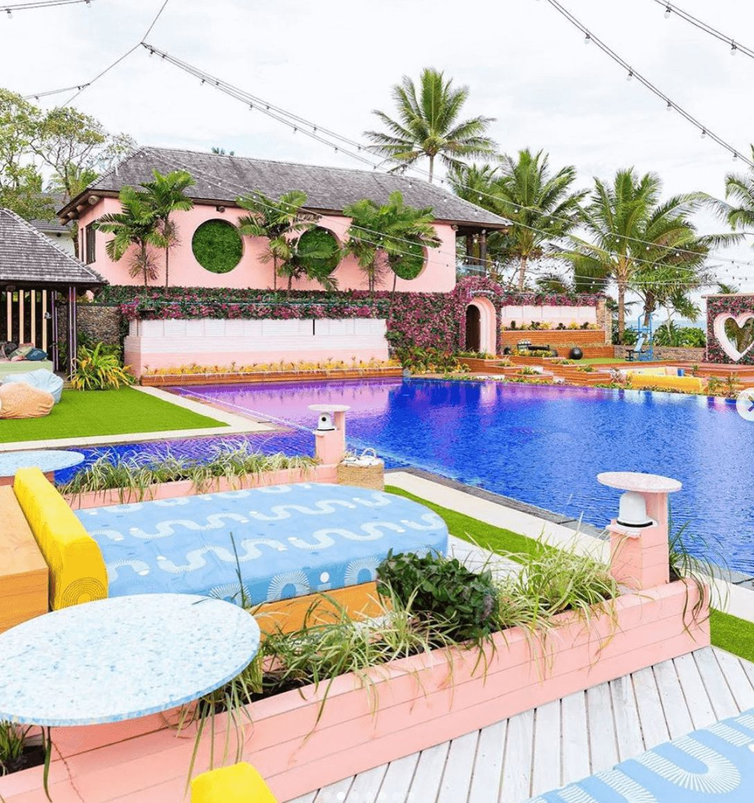 Image may contain: Love Island USA villa, Love Island USA, villa, Love Island, CBS, Fiji, pool, House, Villa, Housing, Jacuzzi, Tub, Hot Tub, Water, Building, Hotel, Resort