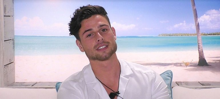 Image may contain: Love Island star signs, Tom, Love Island, Taurus, star sign, compatible, age, birth, Selfie, Portrait, Photography, Photo, Man, Pendant, Face, Human, Person