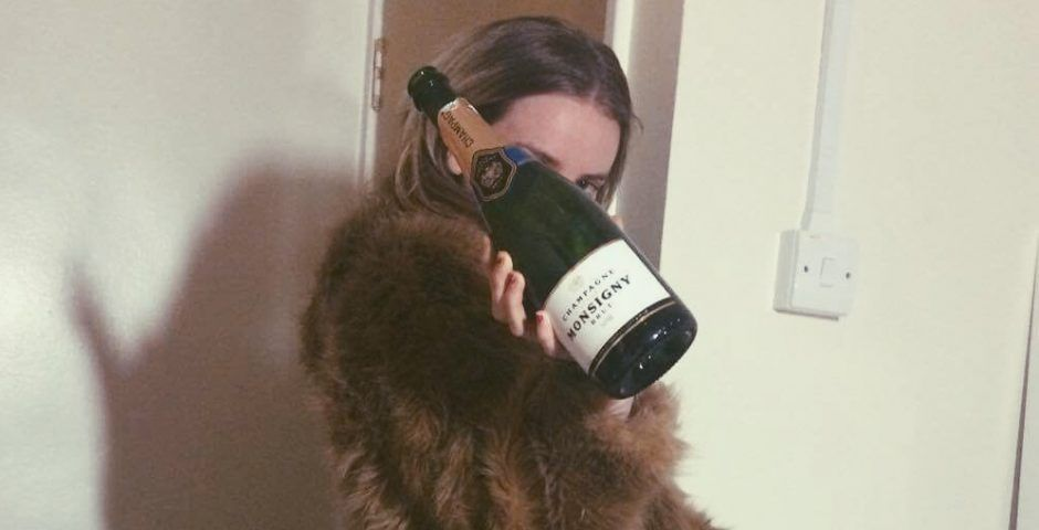 Image may contain: Tinder date at the Shard, the Shard wine story, The Shard, wine, tinder, first, date, £15000, £5000, bottle, debt, direct debit, tweet, twitter, viral, story, true, real, debunked, explanation, Beer Bottle, Pet, Animal, Mammal, Cat, Person, Human, Beer, Alcohol, Drink, Beverage, Bottle