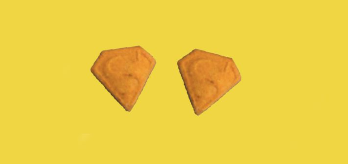 Image may contain: Cracker, Arrowhead, Food, Bread