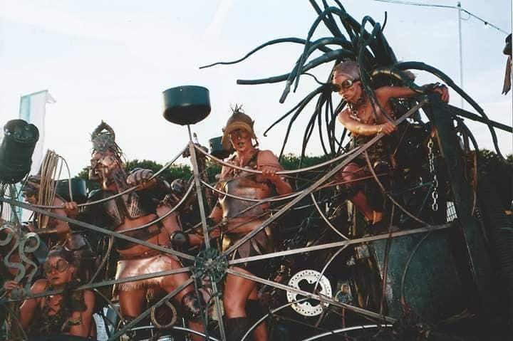 Image may contain: Mardi Gras, Parade, Carnival, Crowd, Person, Human