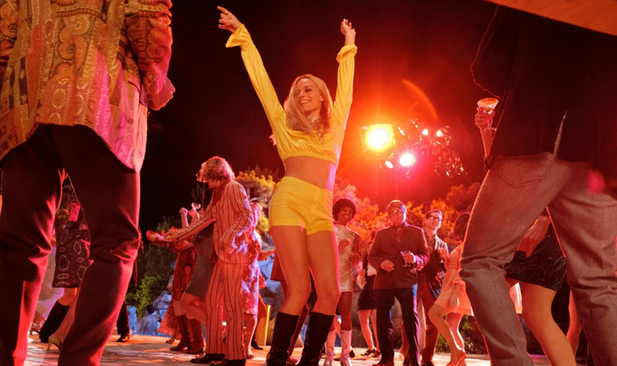 Image may contain: The Manson family, Margot Robbie, Sharon Tate, Once Upon a Time in Hollywood, film, Quentin Tarantino, real life, story, what did they do, murders, killing, story, real, true, crime, Night Club, Crowd, Club, Dance Pose, Leisure Activities, Night Life, Person, Human